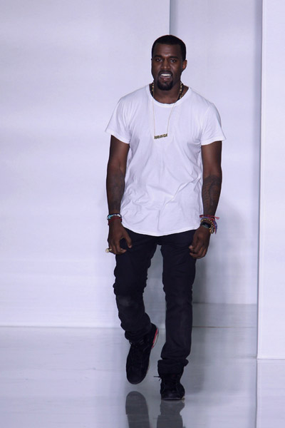 Fashion Show 2011 on On Ocotber 1 2011 Kanye West Debuted His New Women S Fashion Line